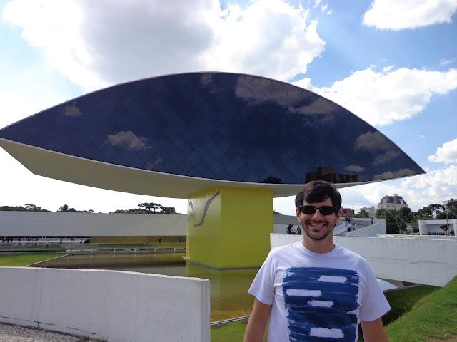 Museu Oscar Niemeyer com sua forma de olho - Curitiba - Paraná - Brasil