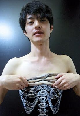 Impactantes dibujos en el cuerpo