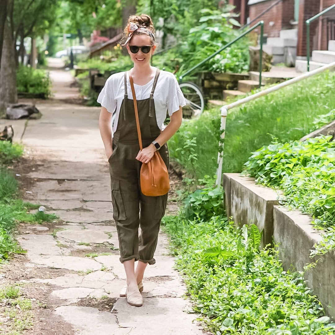 olive-overalls-fashion-blogger