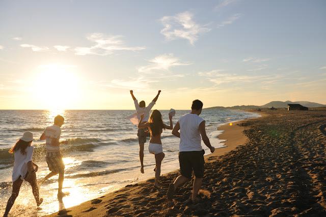 rileks di pantai