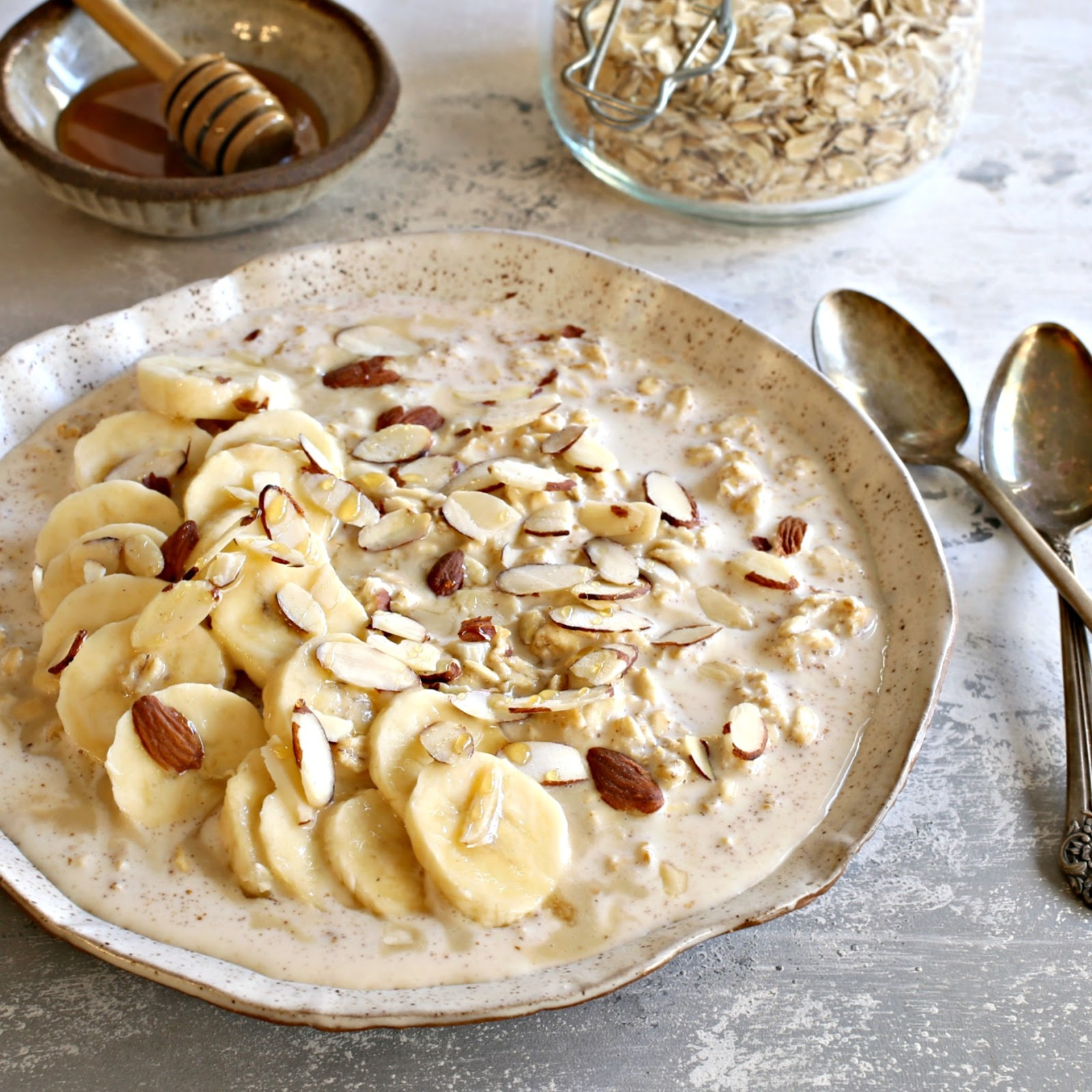 Overnight oats flavored with honey, tahini (sesame paste), banana and almonds.