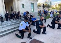 D'autres policiers