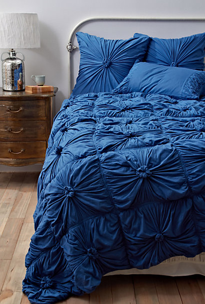 Cheer up this Blue Bedding  Decor Questions