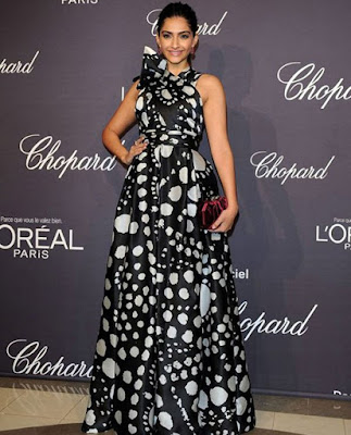 sonam-opts-for-sheer-black-fun-for-chopard-party