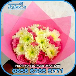 toko-bunga-tangan-bekasi-karangan-bunga-tangan-hand-bouquet-buket-wisuda-pengantin-pernikahan-mawar-matahari-di-bekasi-07