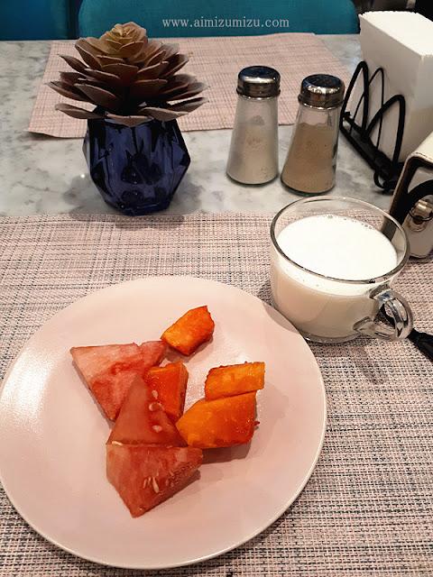 sarapan di hotel