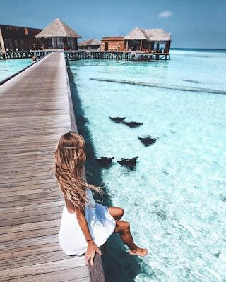 foto tumblr con los pies en el agua