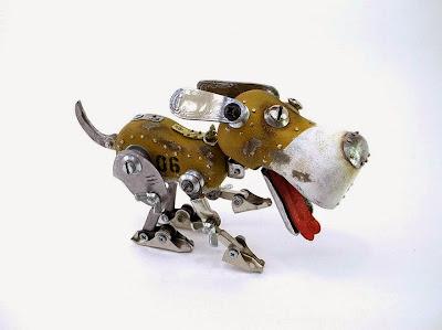 Perro hecho con metales reciclados