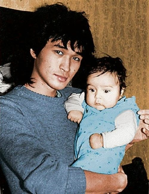 Маленький Саша с отцом Виктором Цоем