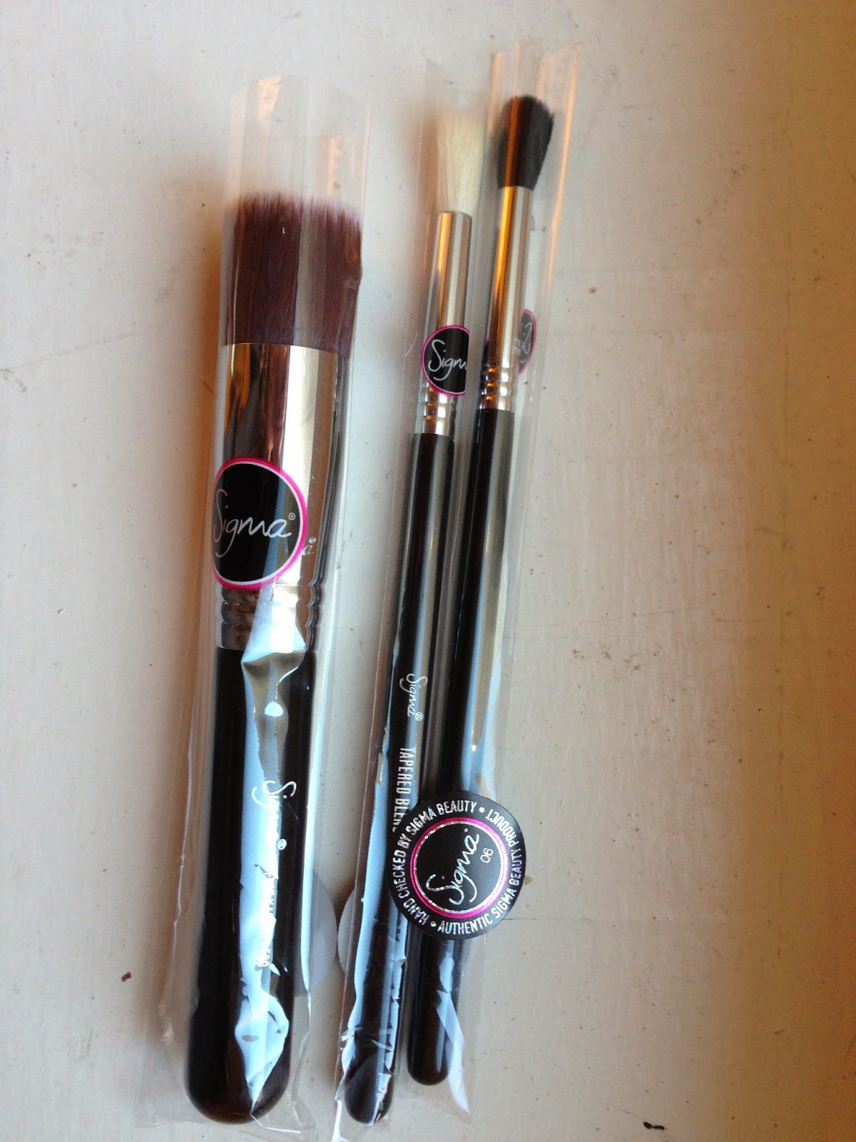 17ec6fd0a Every beauty guru raves and raves about Sigma Beauty makeup brushes. It  took me long enough, but I finally decided to get some. Unfortunately they  were out ...