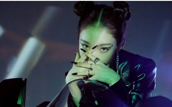 Chung Ha premieres Querencia and surprises with his versatile talent