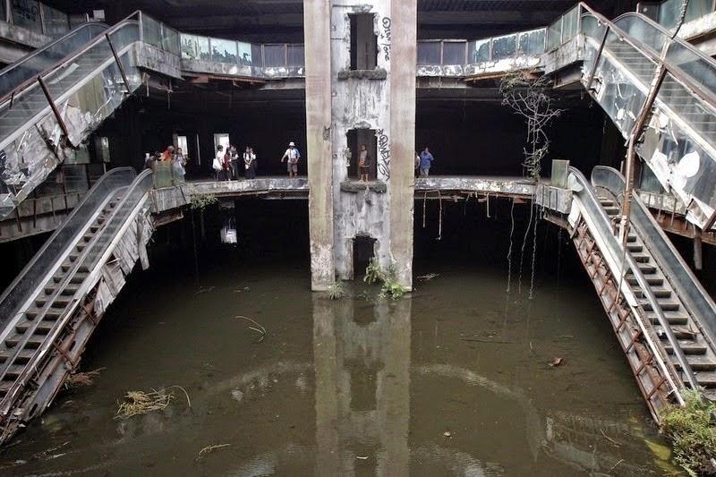 Mall Yang Berubah jadi Kolam Ikan