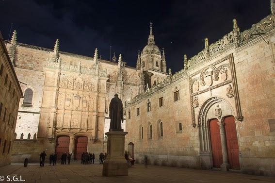 Universidad de Salamanca de noche