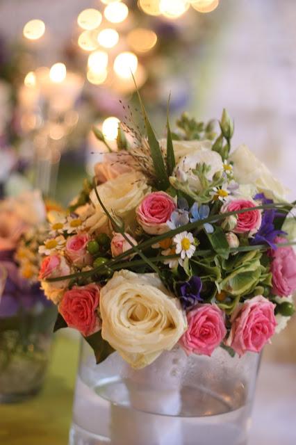 Brautstrauß, Frühlingsdekoration Herbsthochzeit mit bunten Wiesenblumen im Hochzeitshotel Garmisch-Partenkirchen Riessersee Hotel Bayern, heiraten in den Bergen