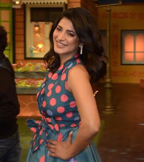 Shruti Haasan smiling Beauty