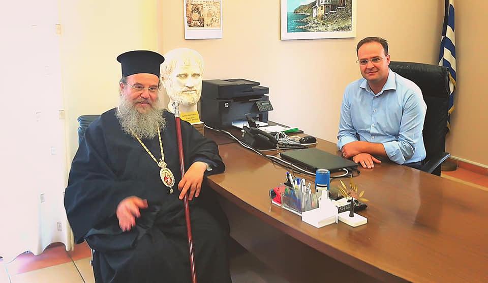 Επίσκεψη του Μητροπολίτη Ιερισσού στο γραφείο Δημάρχου Αριστοτέλη