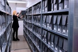 Kearsipan Adalah ; Jenis - Jenis Arsip dan Tugas Pokok Kearsipan dalam Suatu Organisasi