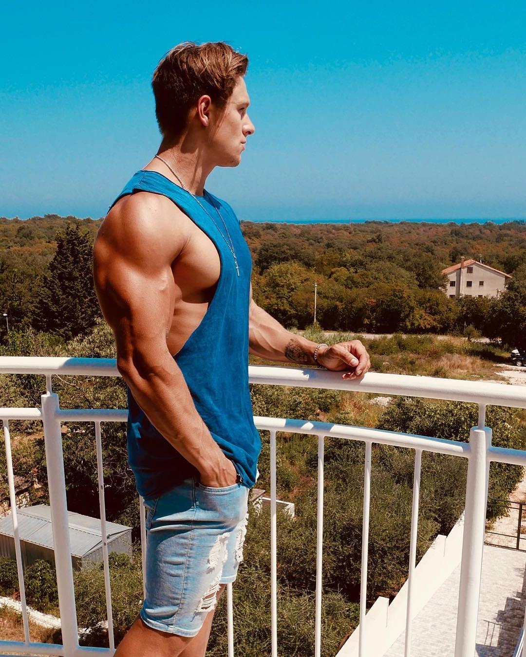 handsome-village-dude-brandon-butler-young-bodybuilder-huge-muscle-biceps-triceps