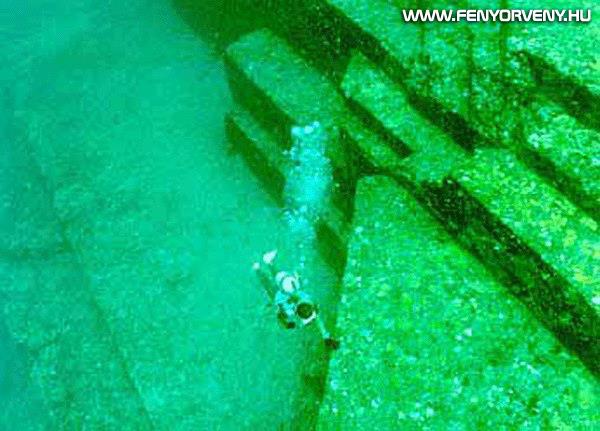 Rejtélyes vízalatti piramis a Japán partok mellett