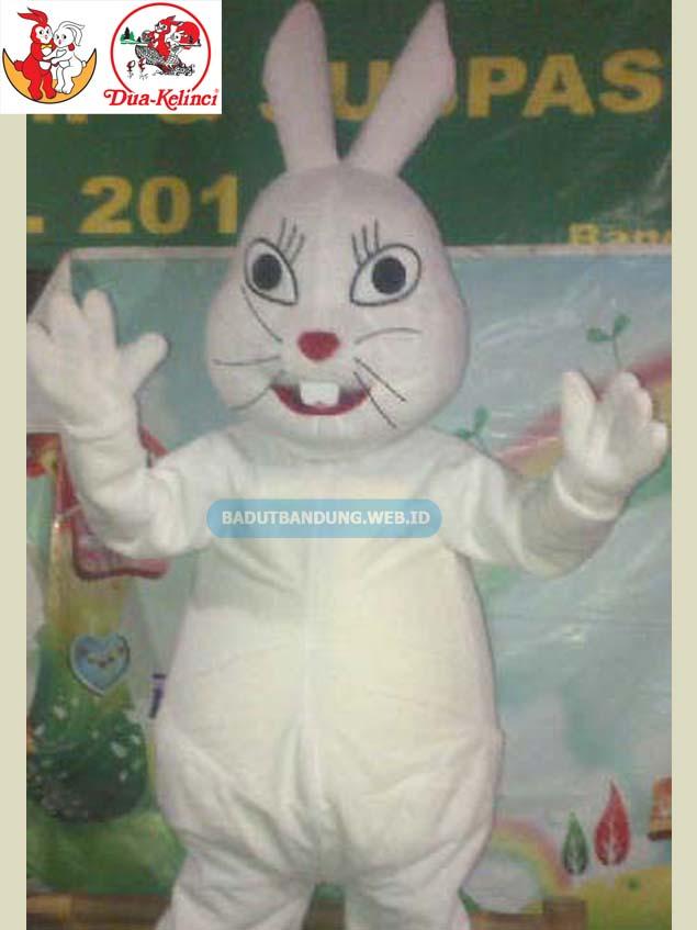 Desain badut kelinci putih maskot kacang 2 kelinci