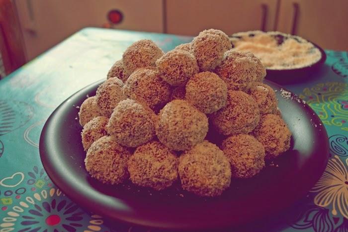 Schoko-Kokos-Pflaume-Power Balls