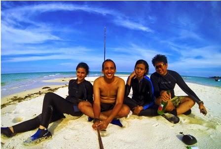 Selfie bersama di Pulau Gusung