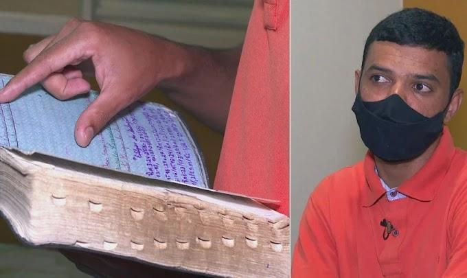 """Jovem preso por crime que não cometeu se apegou à Bíblia na cadeia: """"Deus me guardou"""""""