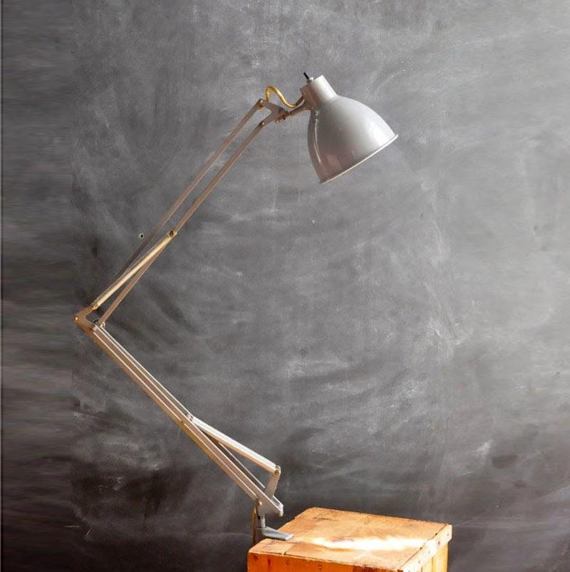 10 lámparas clásicas del diseño industrial: Lámpara de mesa Luxo, Jacob Jacobsen