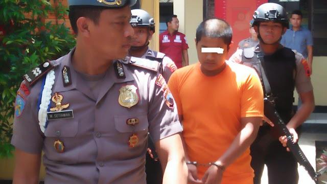 Lucu, Pencuri Ini Ditangkap Polisi Setelah Posting Barang Curian Di Facebook