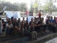 Tagih Janji! Seratusan Penderita Gangguan Jiwa Demo Pemkab Sukabumi