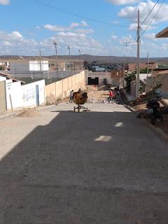 Em Picuí, pavimentação da rua Rosa Roselí no JK entra em fase de conclusão