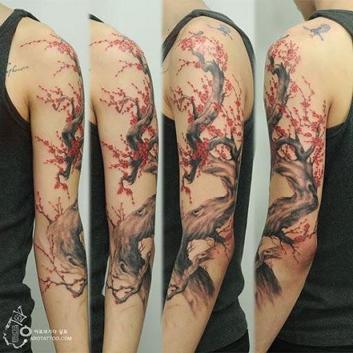 A flor de cerejeira tattoo sleeve tatuagem. Flores de cerejeira também pode parecer incrível manga tatuagens para todos. Ele dá a você o oriental e, ao mesmo tempo, incrível vibe simplesmente olhando para ele. (Foto: Fontes de imagem)