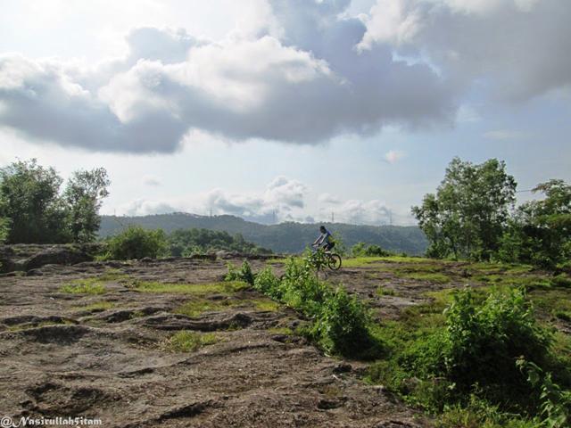 Bersepeda di puncak Mbucu atau Bucu