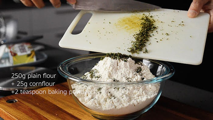 Chopped rosemary and mix into flour mixtures