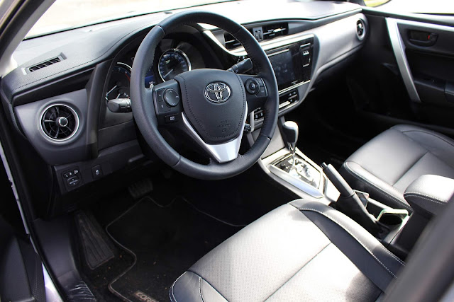 VW Golf 2018 x Toyota Corolla 2018 - interior