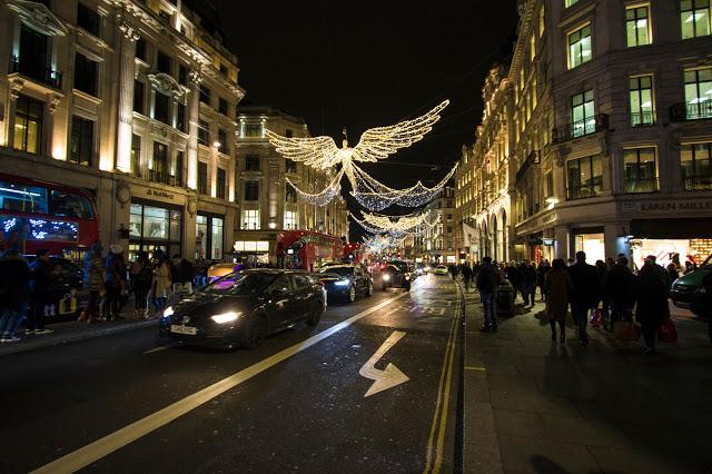 Regent street con le luminarie natalizie-Londra