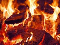 Hero Makoma sets a fire around the giant Sakatirina legs African Folktale