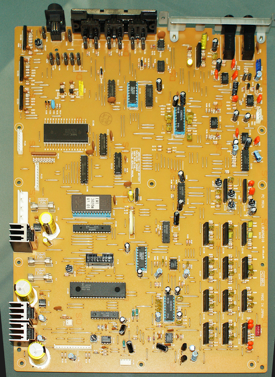 Akai EWI3020m Disassembly & PCB Pictures