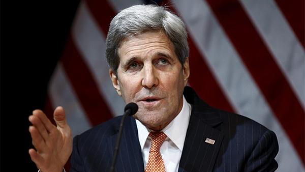 Kerry trató de impedir que Assange publicara correos de Clinton