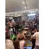 Babado e gritaria: homens armam tremenda confusão e saem na porrada em praça de alimentação; veja vídeo