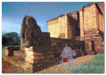 Candi bercorak Budha yaitu Candi Gumpung berlokasi di area Muaro Jambi dimana dulunya adalah kekuasaan kerajaan Melayu yang ditaklukan Sriwijaya