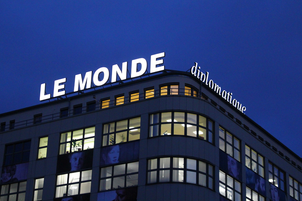 Le Monde Diplomatique sign in Berlin - travel & lifestyle blog