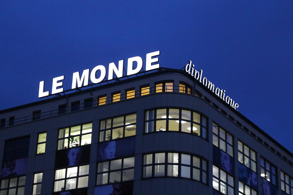 Le Monde Diplomatique sign in Berlin - travel & lifestyle blog