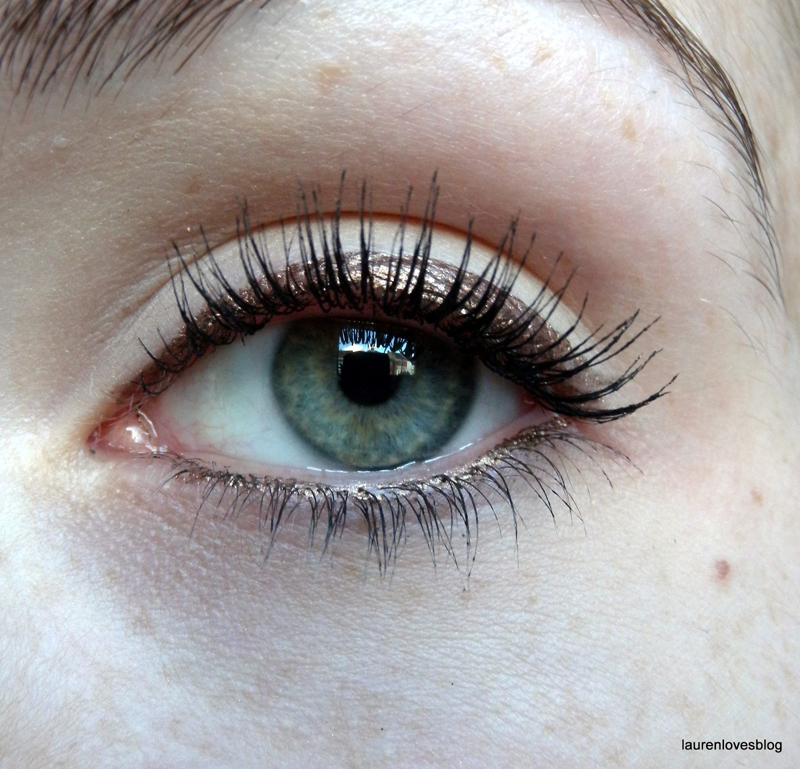 8ed748c0818 ... lash line. The colour is really lovely, very subtle but makes your eyes  stand out. The colour also lasts all day and doesn't fade or flake off like  ...