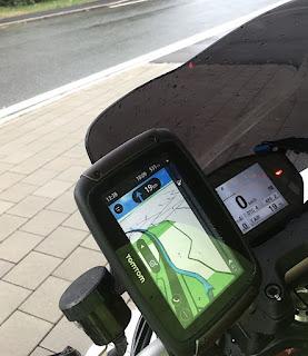 viaggiare in moto con una naked con le borse