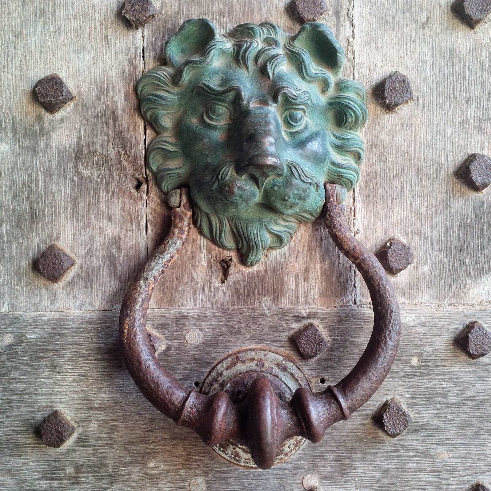 A lion-head shaped door knocker at Leeds Castle