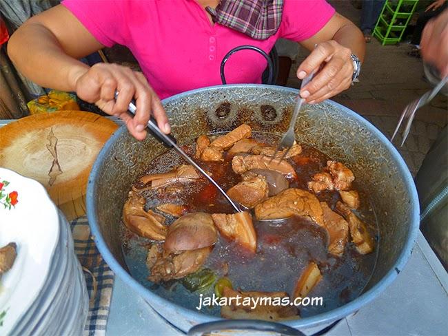 Venta de carne de cerdo en Glodok