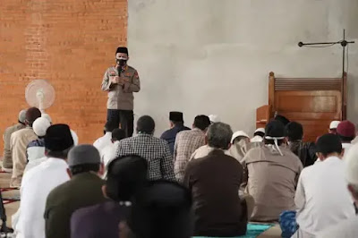 Kapolres Metro Bekasi Sosialisasikan Prokes 5M di Masjid