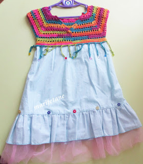 Tığ işi ve kumaş ile elbise