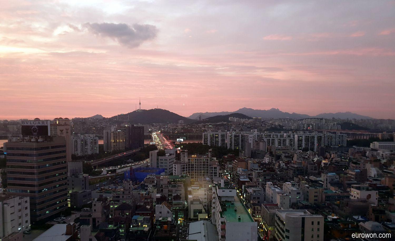 Atardecer en Seúl con torre Namsan al fondo